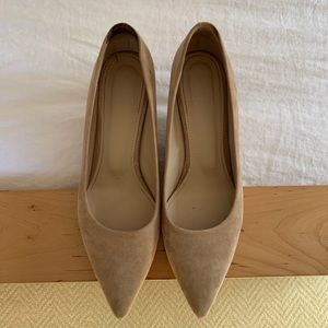 Theory City 55 Pump in Suede, Size 38
